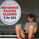 Davina McCall in Sydney getting ready to start her pilate class - 454 x 528