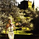 Lara Stone - Vogue Magazine Pictorial [United States] (January 2011) - 454 x 624