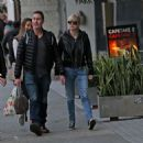Anna Faris and Michael Barrett – Christmas shopping in Los Angeles - 454 x 468