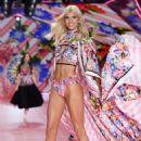 Devon Windsor – 2018 Victoria's Secret Fashion Show Runway in NY - 454 x 681