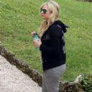 Avril Lavigne – Seen at Lake Como In Italy - 454 x 681
