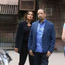 Mariska Hargitay – On The Set of 'Law and Order: Special Victims Unit' in New York - 454 x 700