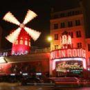 Celine Dion – Leaving the hotel De Crillon in Paris - 454 x 303
