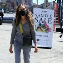 Sarah Jessica Parker – Posing at The SJP Collection Sample Sale In NYC - 454 x 688