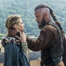 Travis Fimmel and Katheryn Winnick in Vikings