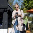 Kate Hudson – Shopping for Christmas in LA