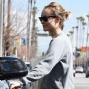 Olivia Wilde in Tights – Hits the gym in LA