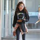 Sarah Hyland – Shows her tanned abs in Los Angeles