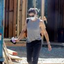 Jennifer Garner – Checks out the progress on her new mansion in Brentwood