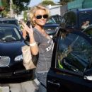 Kelly Carlson Shopping At Planet Blue In Malibu - August 8 2009
