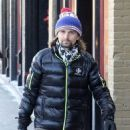 Matt Bellamy does some last minute Christmas shopping on Christmas Eve in Aspen, Colorado on December 24, 2014 - 454 x 588