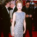 Mena Suvari At The 72nd Annual Academy Awards - Arrivals (2000) - 454 x 723