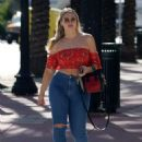 Iskra Lawrence in Jeans – Out in Miami