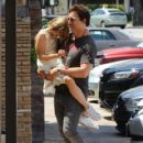 Peter Facinelli Lunches With Daughter and Dave Abrams - June 15, 2016 - 419 x 596