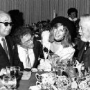 Akira Kurosawa, Sydney Pollack, Barbra Streisand e John Huston - 454 x 335