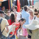 Charlotte Casiraghi – Shopping on the market in Cap-Ferret - 454 x 697