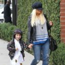 Christina Aguilera: went to lunch at Houston's in Santa Monica