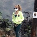 Isla Fisher – out for a hike in the Hollywood Hills