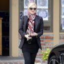 Gwen Stefani hides her growing baby bump under a black blazer while stopping to get Acupuncture in Los Angeles, California on December 18, 2013 - 393 x 594