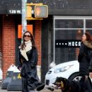 Emily Ratajkowski – Out for a walk with her husband and Colombo in New York