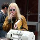 Emma Stone – Filming 'Maniac' set in New York - 454 x 679