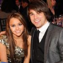 Random photos of Miley Cyrus, Justin Gaston - 411 x 371