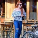 Lindsay Lohan in Jeans with friend out in New York City - 454 x 577