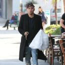 Evan Ross stops to pick up some lunch to go in Sherman Oaks, California on December 19, 2014 - 449 x 594