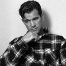 Chris Isaak - 315 x 299