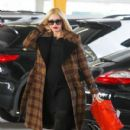 Gwen Stefani shows off her growing baby bump while doing some holiday shopping at Bloomingdales in Los Angeles, California on December 4, 2013 - 410 x 594