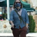 Jodie Foster – With Alexandra Hedison – Out for a lunch at Gjelina in Venice - 454 x 810