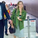 Margot Robbie Travel Outfit – JFK Airport in NY 10/2/2016 - 454 x 681