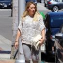 Hilary Duff at the Doctor's office - 407 x 600