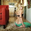 Sara Jean Underwood - Me in My Place Photoshoot for Esquire Magazine - 454 x 303