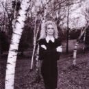 Claudia Schiffer - Vogue Magazine Pictorial [Italy] (April 2000) - 401 x 600