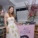 Jessica Biel : The Grand Opening of Au Fudge - 399 x 600
