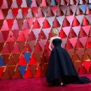Kirsten Dunst At The 89th Annual Academy Awards - Arrivals (2017)