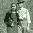 Bonnie Parker and Clyde Barrow - 202 x 364