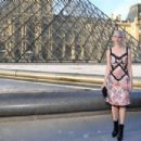 Michelle Williams – Louis Vuitton & Jeff Koons Masters Collection Collaboration in Paris - 454 x 303