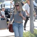 Hilary Duff in Jeans out for lunch in Los Angeles - 454 x 680