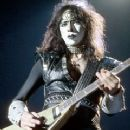 Vinnie Vincent - 240 x 320