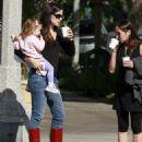 Jennifer Garner Getting Coffee With A Friend In Santa Monica