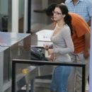 Katharine McPhee - Jun 21 2007 - Candids At An Airport