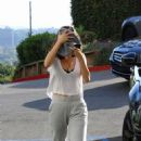 Selena Gomez – Leaving a Pilates class in West Hollywood - 454 x 681