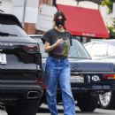 Idina Menzel – In loose jeans seen at Sweet Rose Creamery in Brentwood - 454 x 542