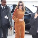 Anne Hathaway at JFK Airport in New York - 454 x 681
