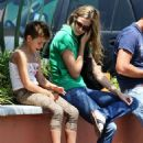 Brooke Burns Takes Her Daughter Shopping At The Malibu Market, 2008-07-24