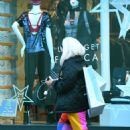 Lily Allen in Colorful Pants – Shopping in Notting Hill - 454 x 707