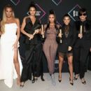 Kendall Jenner and The Kardashians – People's Choice Awards 2018 in Santa Monica - 454 x 351