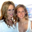 Chely Wright and Lauren Blitzer - 320 x 240